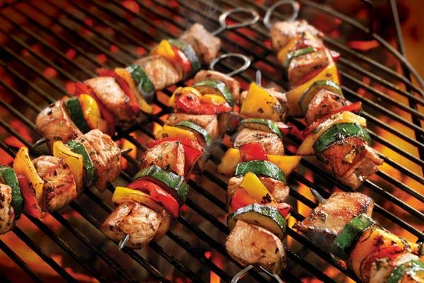Tiệc BBQ ngoài trời cho mùa lễ hội vui hết nấc 1 Tiệc BBQ ngoài trời cho mùa lễ hội vui hết nấc